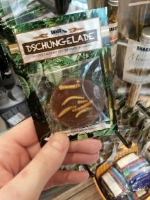 Dschungelade: Schokolade mit getrockneten Mehlwürmern... ^^