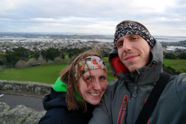 Franzi und Jonas auf dem One Tree Hill in Auckland