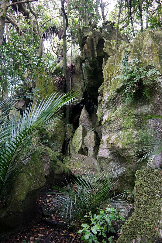 abbey_caves_felsen_01