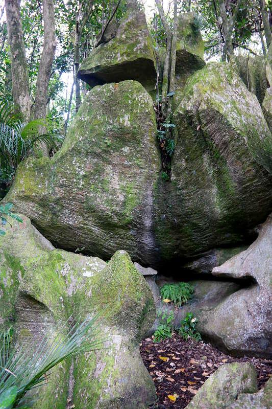 abbey_caves_felsen_03