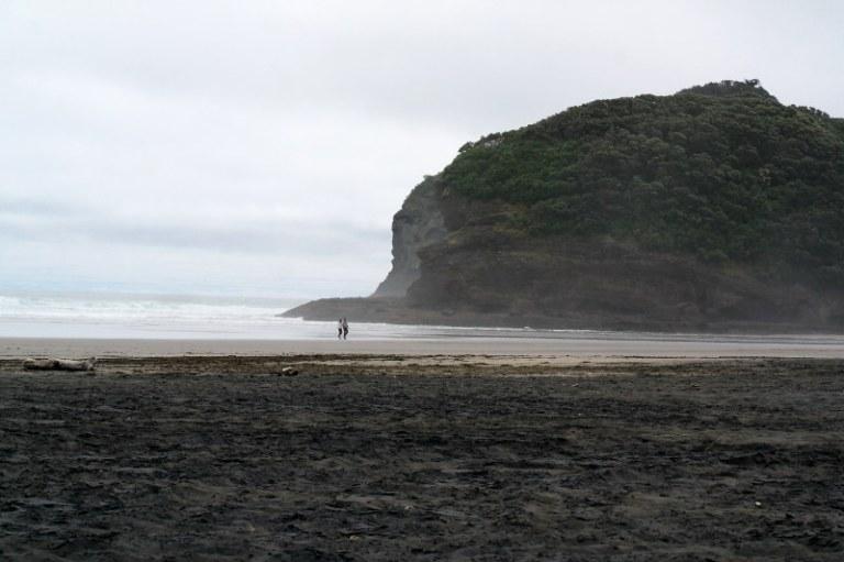 Schwarzer Sand Bethells Beach