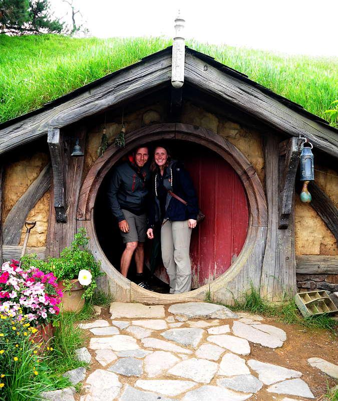 Franzi und Jonas in der Hobbithöhle