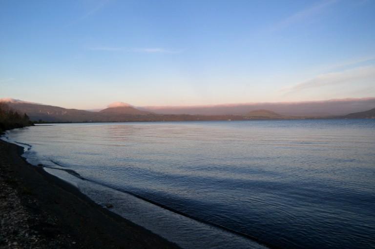 lake_taupo_morgen