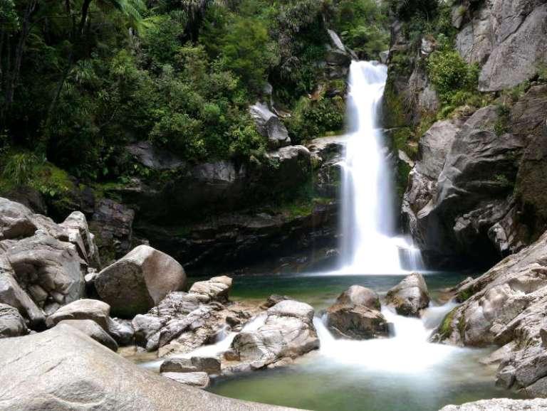 waterfall_abel_tasman_01.jpg