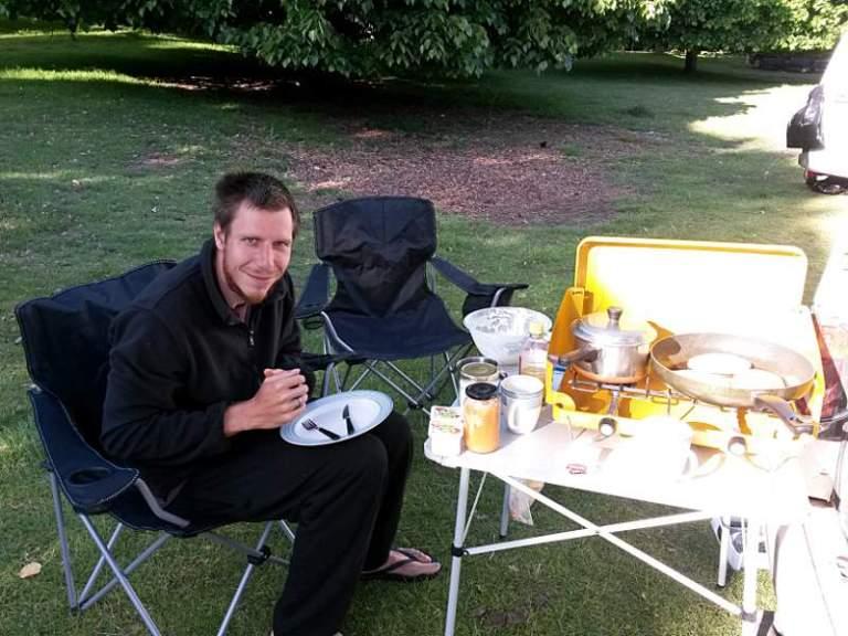 Backpacking Neuseeland Pancakes backen