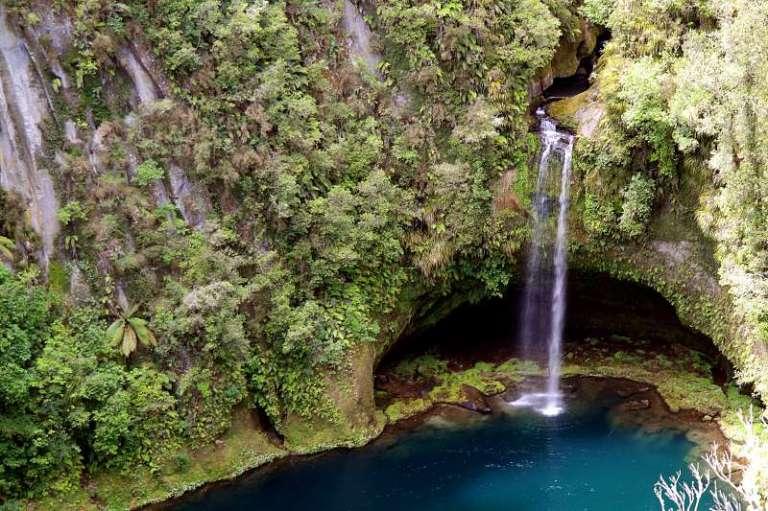 Versteckter geheimer Wasserfall Neuseeland