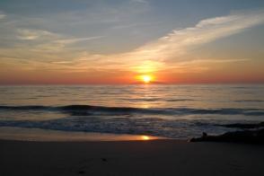 Sonnenaufgang über Elba von der Ostküste Korsikas aus