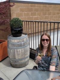 Franzi und Wein in der Volcanic Hills Estate Winery