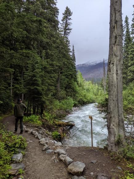Jonas auf dem Weg zu den Bear Creek Falls