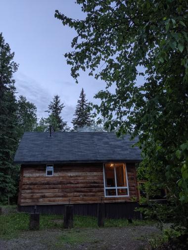 Hütte im Wald in der Nähe von Golden
