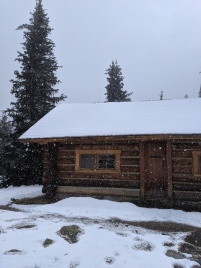 Elizabeth Parker Hut im Schnee