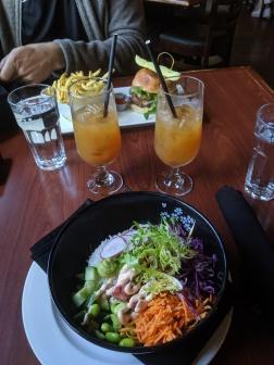 Mittagessen im Truffle Pigs im Yoho Nationalpark