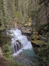 Johnston Canyon - Wasserfall auf dem Weg