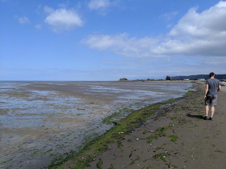 Strand neben dem Flughafen von Vancouver